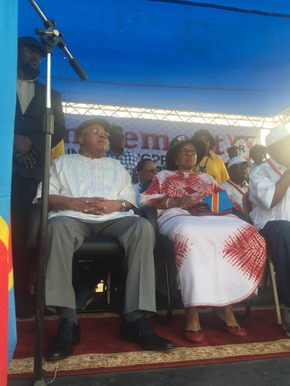 tshisekedi sur podium rassemblement